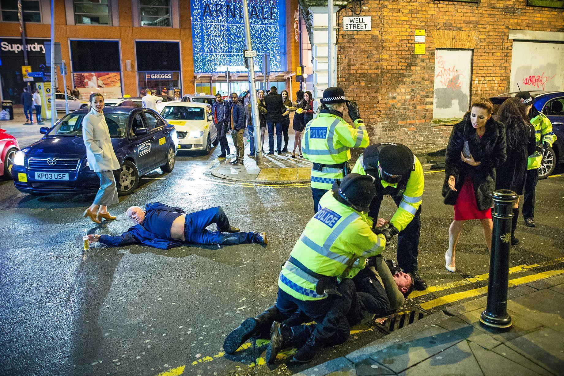 Deze nieuwsfoto van Joel Goodman van oud en nieuw in Manchester werd door het internet onthaald als een kunstwerk uit de renaissance. Via