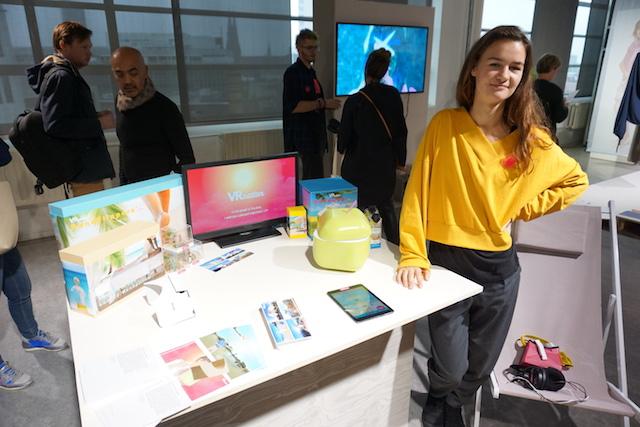 Emma Verhoeven bij haar afstudeerwerk Evolutions of Travel: VRcation