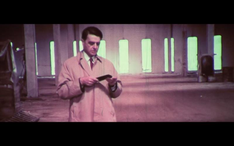 Polaroid-uitvinder dr. Land checkt zijn iPhone in 1970